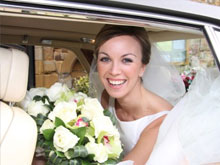 Bride in wedding car (Image)